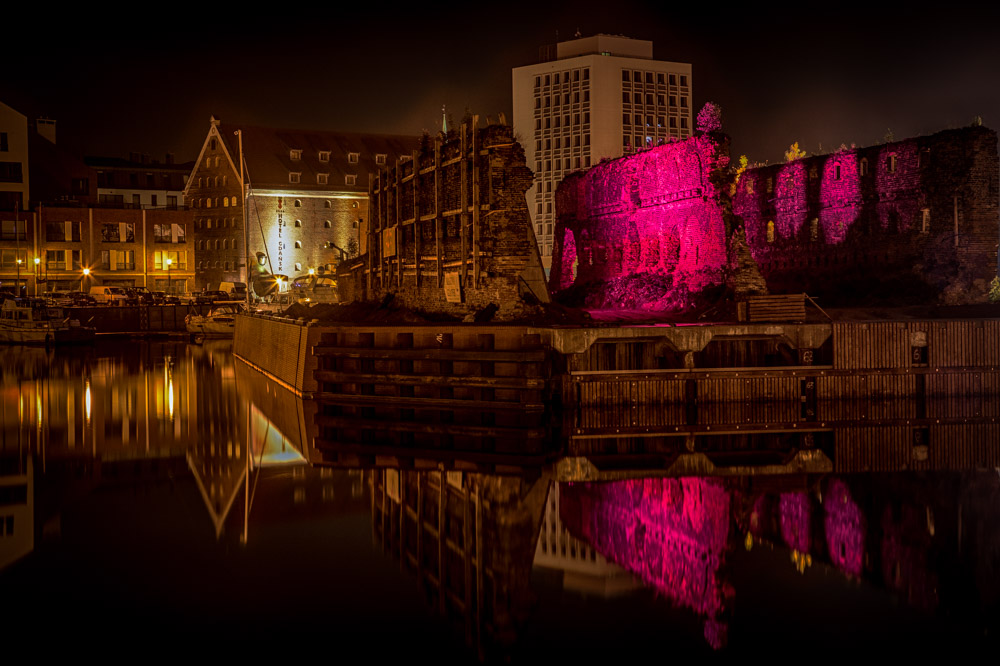 Old ruins in Gdansk are lit in different colors. Photo: John Einar Sandvand