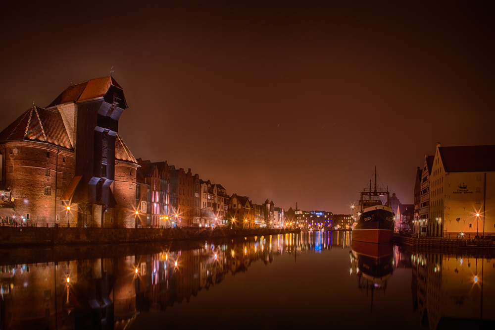 A variation of the main photo in this article. Taken on same night in Gdansk, but with a different angle and white balance. Photo: John Einar Sandvand