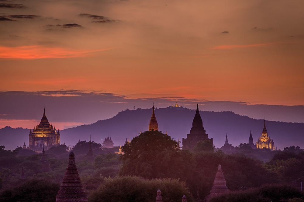 A fascinating light emerges when the artificial light over the biggest temples in Bagan mixes with the last colors of the sunset. Photo: John Einar Sandvand