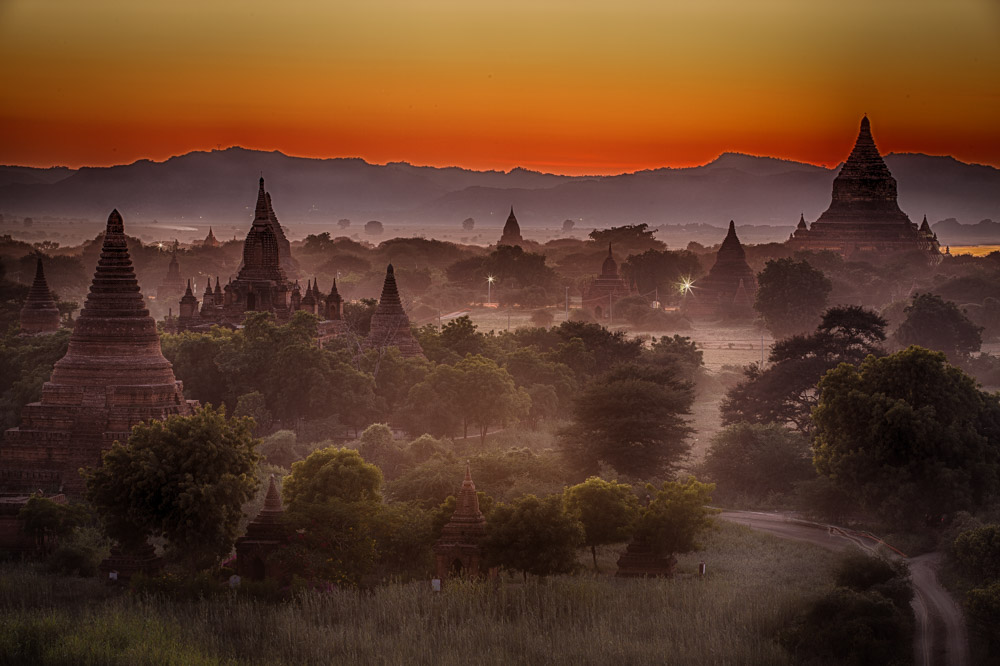 Colors change continuously during the sunsets and sunrises in Bagan. Photo: John Einar Sandvand
