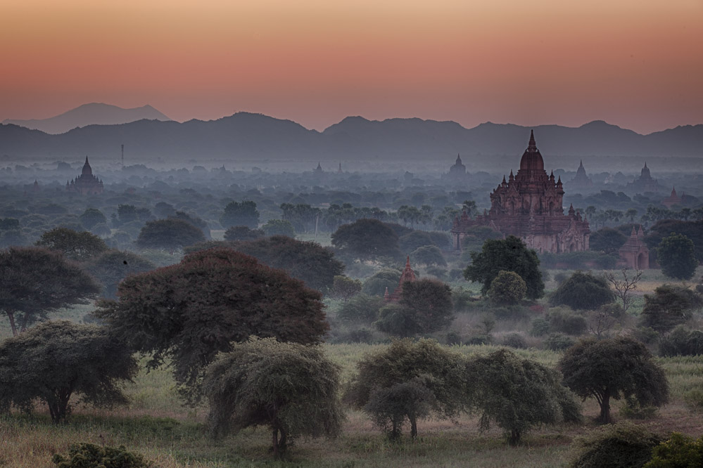 The landscape in Bagan is dotted with more than 2000 temples, pagodas and stupas. Photo: John Einar Sandvand