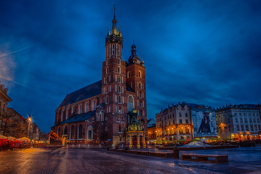 HDR photo of St. Mary´s church at the market square in Krakow. Photo: John Einar Sandvand