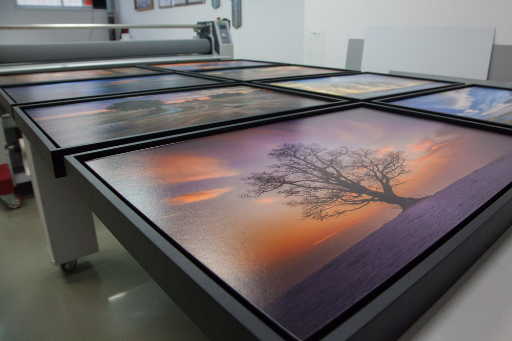 The final photos are printed on Hahnemühle Photo Rag Baryta 315 g paper and mounted on 2 mm dipond aluminium. The photos are then framed in black wood shadow gap frames with a 1 cm gap between the photos and the frame.